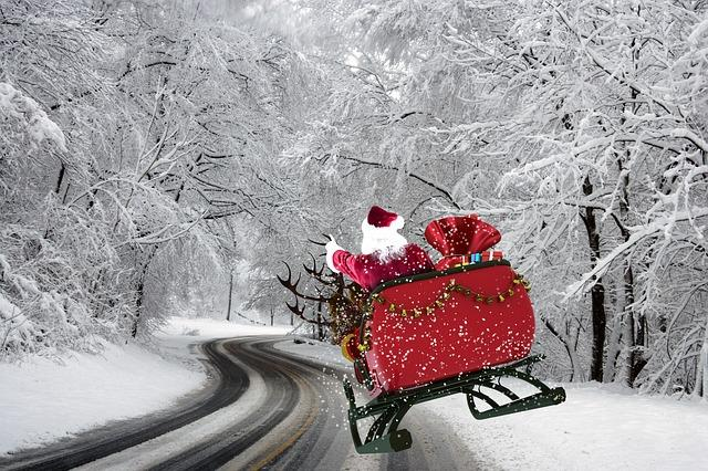 Experience Christmas Everywhere Along These Scenic Drives | All For Xmas